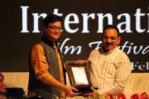 Sachin Pilgaonkar being felicitated by Mr. Pramod Hindurao, (Chairman, CIDCO).