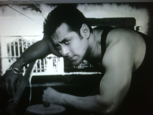 Salman Khan allegedly robbed by 4 girls in Mumbai nightclub