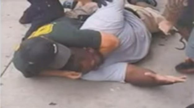 Eric-Garner-getting-Chocked-by-NYPD