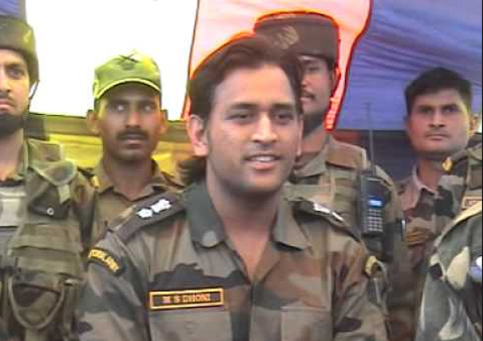 Dhoni to do parachute jumping with Para Brigade of the Indian Army ...