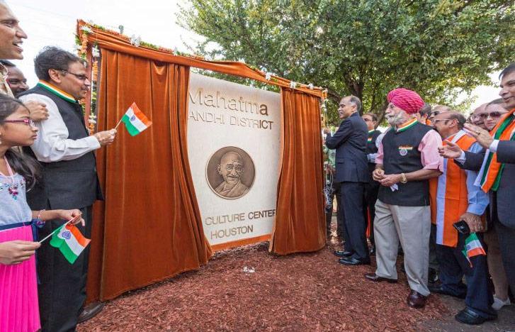Mahatma-Gandhi-Statue