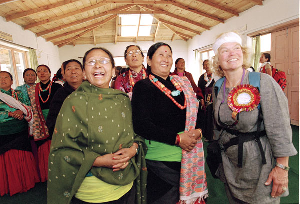 Toni-READ-Library-with-Womens-Group-in-Jomsom
