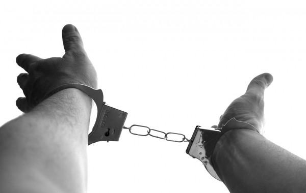 handcuffs-921290_1280
