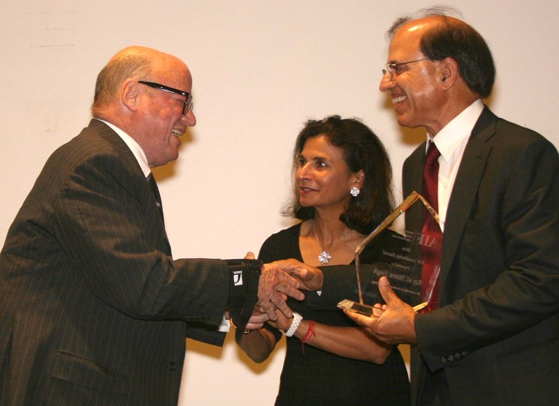 Former Ambassador Frank G. Wisner honoring Raj and Neera Singh at the AIF gala on September 23. Photo by Grover Concepts