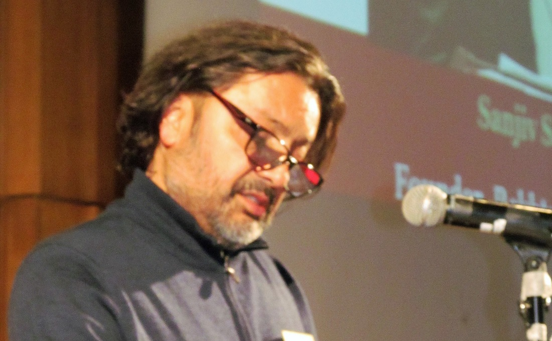 Sanjiv Saraf speaking at the Aligarh Alumni Association mushaira in Silver Spring, MD, on November 11, 2018.