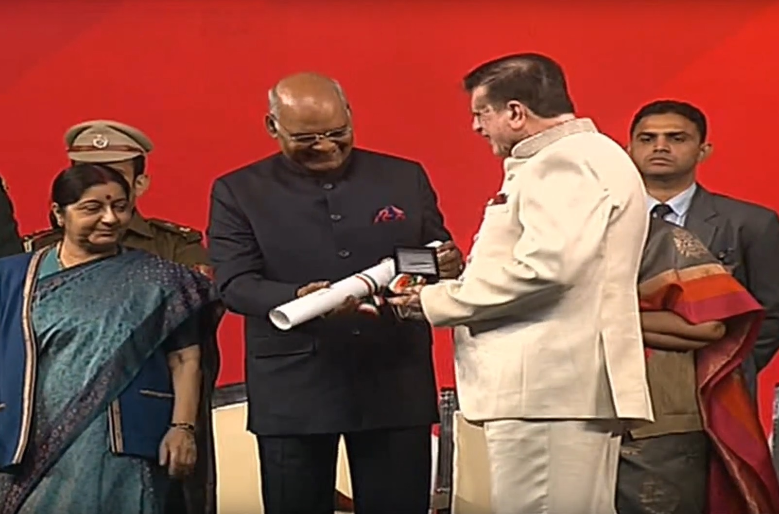 Florida cardiologist, entrepreneur and philanthropist Dr. Kiran Patel receiving the Pravasi Bharatiya Samman from President Kovind in