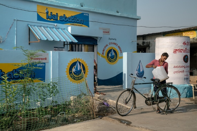 With water kiosks operating in the community, the responsibility of water collection has now shifted to the men of the household, with nearly 92% of water collection activities taken up by men on their bicycles or two-wheelers.